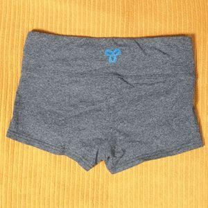 Aritzia TNA grey short shorts